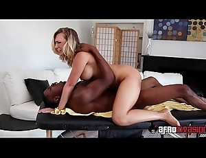 Busty blonde milf Kagney Linn Carter receives licked at the end of one's tether a bbc
