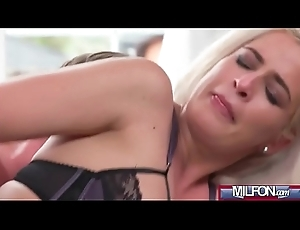 Adult Blonde Knockout in High Heels(Nicole Vice) 03 mov-18