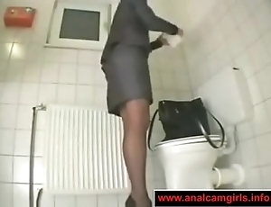Slot unfocused masturbation in the toilet