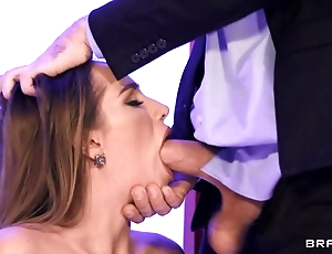 Hot wife in take cover servant-girl blows hubby in the meeting